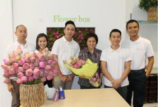 PHU NHÂN CỦA CỰU THỦ TƯỚNG MALAYSIA ĐẾN THĂM FLOWER BOX