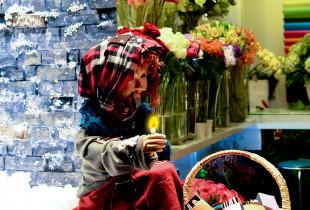 """FLOWER BOX GỞI THÔNG ĐIỆP QUA HÌNH ẢNH """"CÔ BÉ BÁN DIÊM"""""""